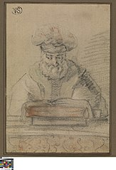 Oude man  in een boek lezend