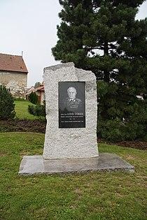 Overview of Ludvík Svoboda monument in Hroznatín, Třebíč District.JPG
