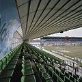 Overzicht west tribune met groene stoeltjes en overkapping - Groningen - 20383741 - RCE.jpg