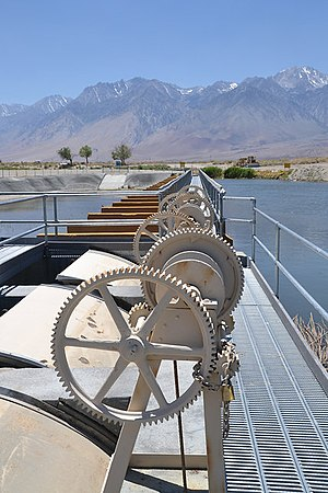 Los Angeles Aqueduct - Image: Owens river diversion gates