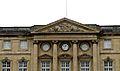 P1010240 Picardie, Compiègne, détail du fronton de la façade du côté de la Cour d'honneur du château (8381358852).jpg