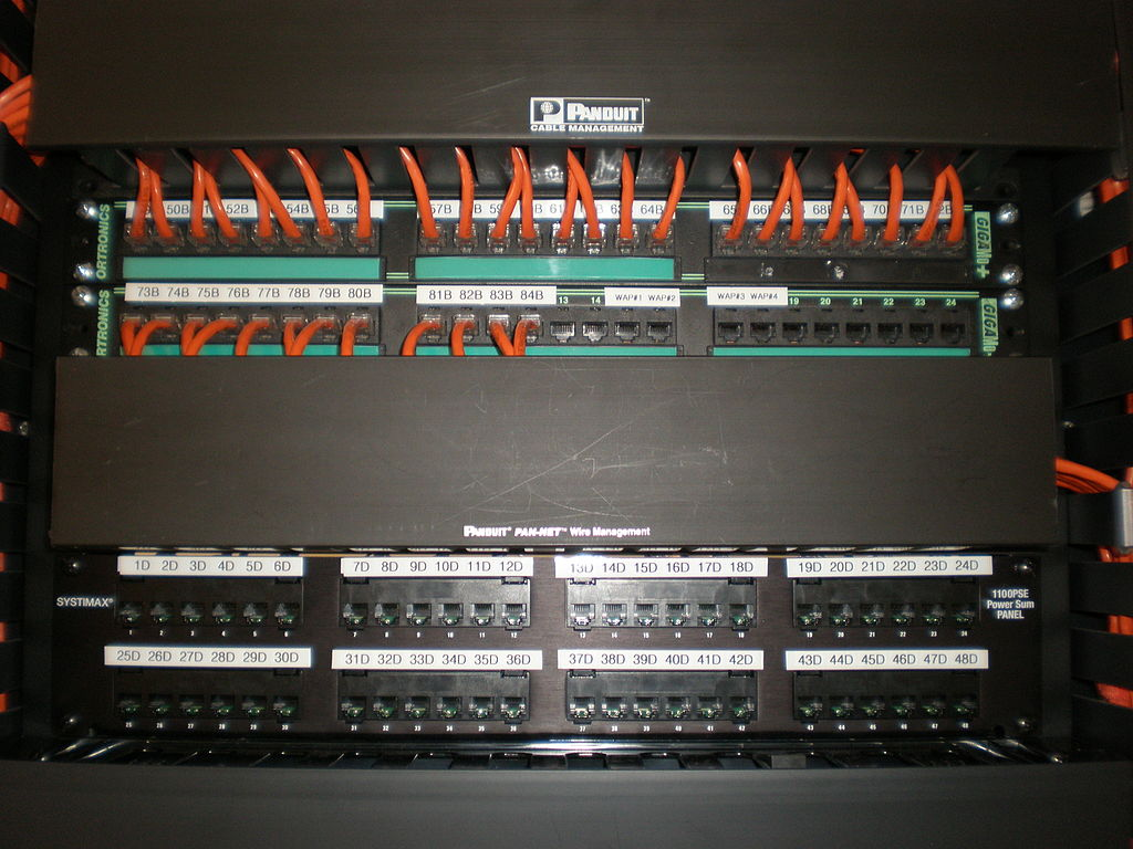 File:Panduit Pan-Net Cable Management System detail 2.JPG - Wikimedia Commons
