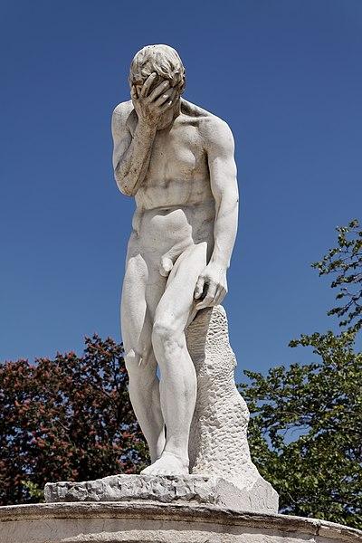 Fichier:Paris - Jardin des Tuileries - Henri Vidal - Caïn venant de tuer son frère Abel - PA00085992 - 001.jpg