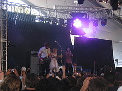Il gruppo mentre esegue Young Folks al Coachella Valley Music and Arts Festival del 2007 con Bebban Stenborg degli Shout Out Louds