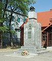 Piłsudski pomnik Wawer 6.jpg