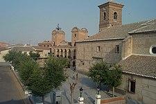 Plaza de España Ayuntamiento e Iglesia.jpg