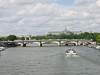 Pont de la Concorde vu de la passerelle Solférino-closeup-20050628.jpg