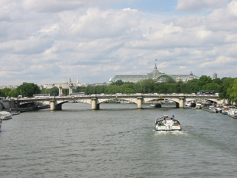 Fichier:Pont de la Concorde vu de la passerelle Solférino-closeup-20050628.jpg