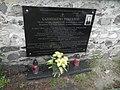 Poręba Żegoty, Zespół cmentarza rzym. kat. tablica na murze.jpg