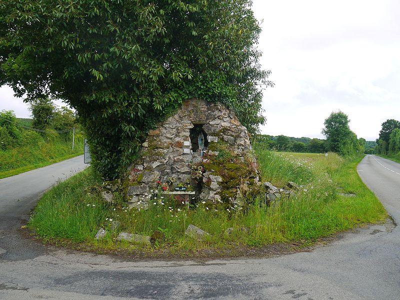 La grotte de Lourdes, à l'entrée de la route qui mène au belvédère.