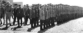 Генерал-майор В. В. Новиков и бригадный генерал У. Р. Тиркс инспектируют войска перед совместным советско-британским военным парадом в Тегеране, в сентябре 1941 г.
