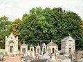 Presles (95), cimetière, alignement de chapelles funéraires, rue Adalbert-Baut 11.08.2011 01.jpg