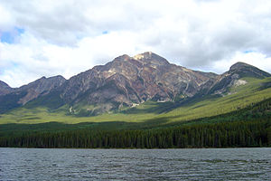 Pyramid Lake (Alberta) - With Pyramid Mountain in the background