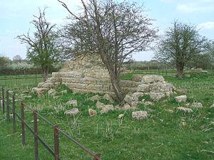 Quarrendon, Buckinghamshire - Image: Quarrendon Church Remains 2
