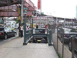 Queens Plaza IND stair jeh.JPG