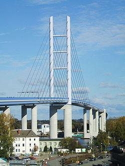 Rügenbrücke in Stralsund, Pylon (207-10-21).JPG