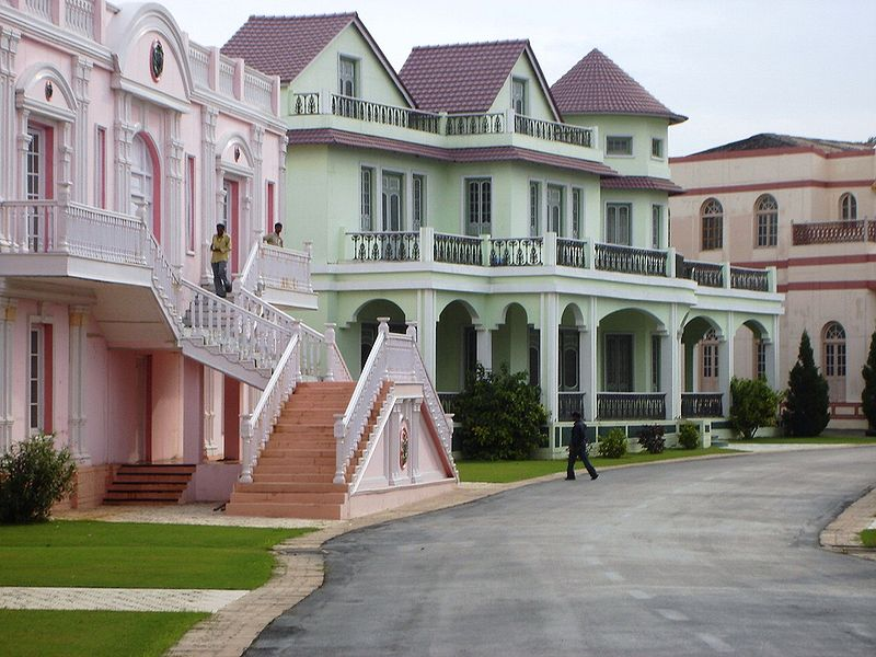 File:Ramoji Film City - UK setting.jpg