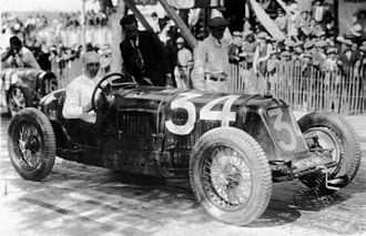 René Dreyfus - René Dreyfus in a Maserati 26M at the Nîmes Grand Prix in 1932