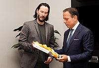 Reunião com o ator norte-americano Keanu Reeves (40564290123).jpg
