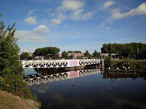 Roeier onder de Muntbrug - WLM 2011 - ednl.jpg