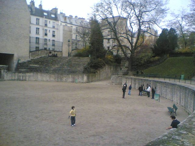 640px-Roman_arena_in_Paris.jpg