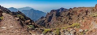 Roque de los Muchachos - Caldera de Taburiente 01.jpg