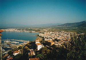 Blick über Roses und den (neu gebauten) Sporthafen