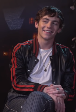 Ross Lynch 2 (cropped).png