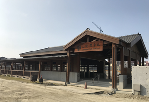 Sankuaicuo railway station entrance 2017.png