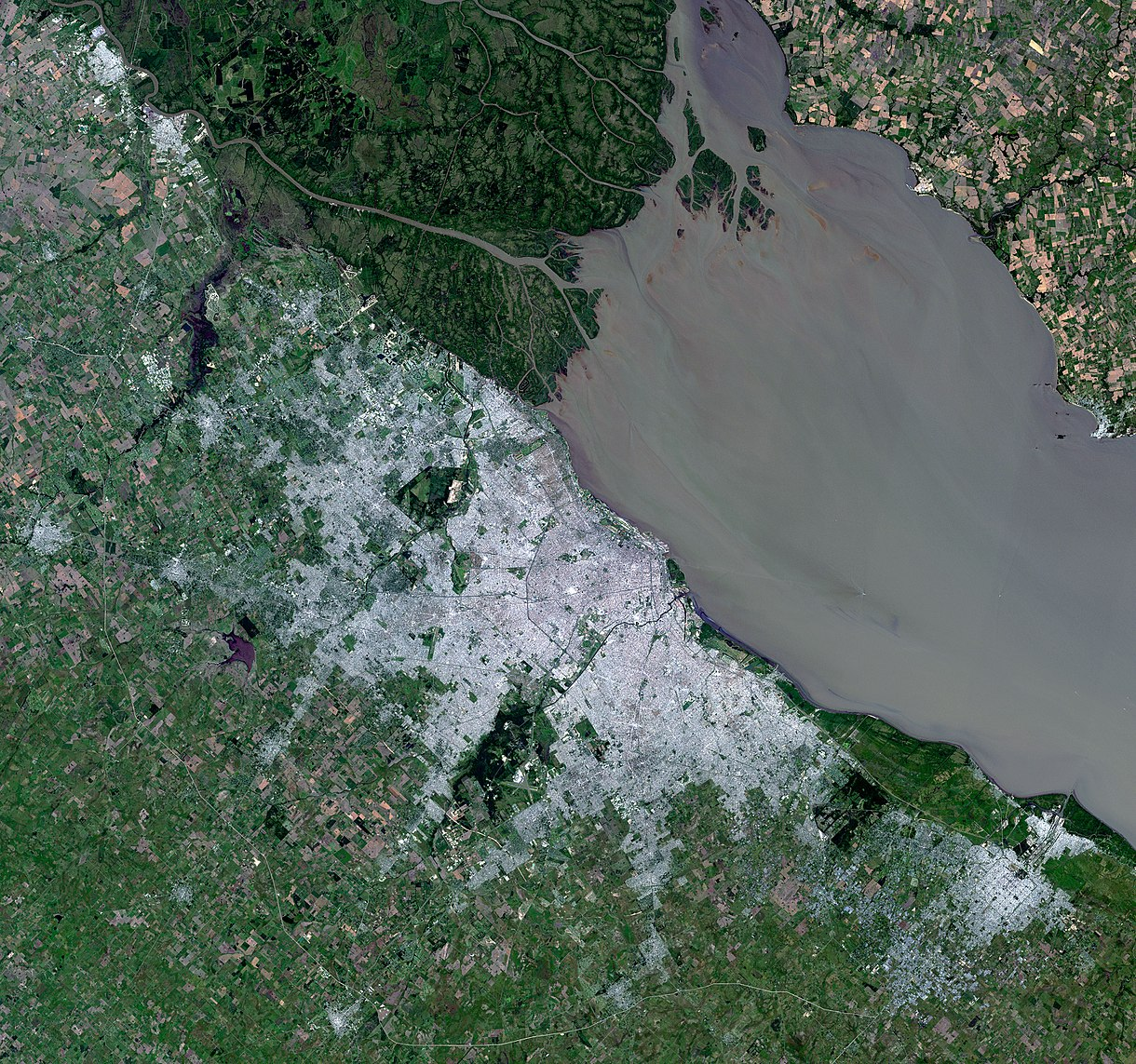 Satellite view of the Greater Buenos Aires area, and the Rio de la Plata. Landsat - 2014 Satellite image of Buenos Aires, Argentina - December 19, 2014.jpg