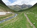 Scenery en route from Juta to Mount Chaukhi - Sno Valley - Greater Caucasus - Georgia - 20 (18639962185) (2).jpg