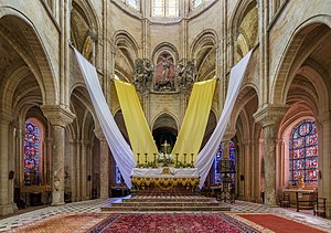 Senlis Cathedral - Image: Senlis Cathedral Sanctuary, Picardy, France Diliff