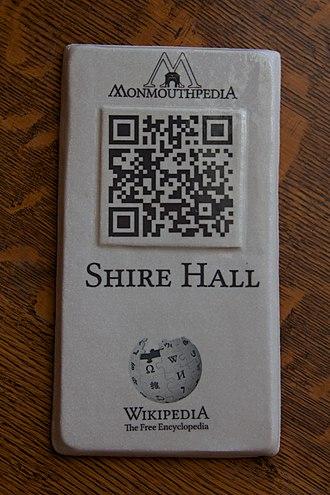 Monmouthpedia - Image: Shire Hall Q Rpedia plaque 3