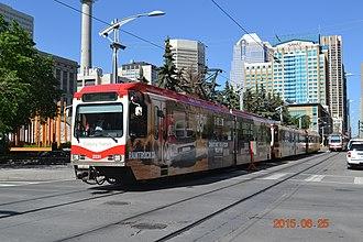 Siemens SD-100 and SD-160 - A Calgary Transit platform level SD-160
