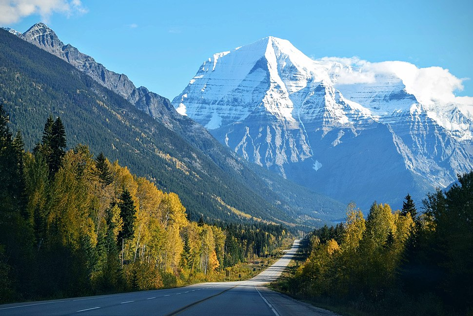 Snow covered mountains in Mount Robson (Unsplash)