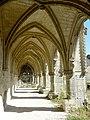 Soissons (02), abbaye Saint-Jean-des-Vignes, cloître gothique, galerie ouest, vue vers le nord 2.jpg