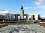 Sowjetisches Ehrenmal (Berlin-Tiergarten) Totale.jpg