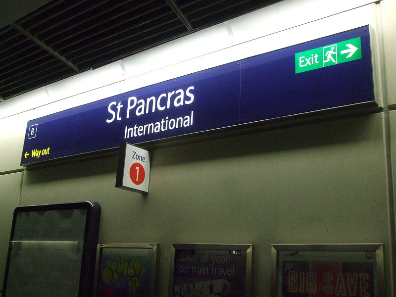 File:St Pancras International low level signage.JPG