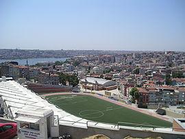 Tarlabaşından Kasımpaşa'nın genel görünümü ve Kasımpaşa Stadı.