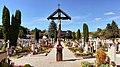Stadtfriedhof Oberndorf, Mittelgang.jpg