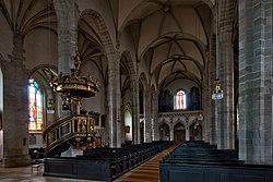 Stadtpfarrkirche Eferding - Kirchenschiff gegen Chor und Kanzel.jpg