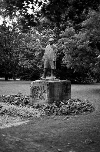 Stefan Starzyński - Monument to Stefan Starzyński in Warsaw's Saxon Garden.