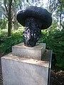 Statue du buste de Claude Monet.jpg