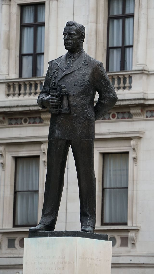 Statue of the Earl Mountbatten