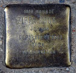 Stolperstein rückerstr 1 (mitte) zippa monk