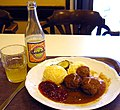 Swedish.food-Köttbullar med lingon-01.jpg