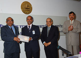 Tapan Kumar Pradhan - Pradhan receiving the Inter-Bank Essay First Prize from RBI Governor