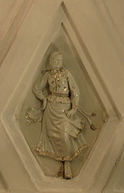 Teatralnaya porcelain sculpture 6.jpg