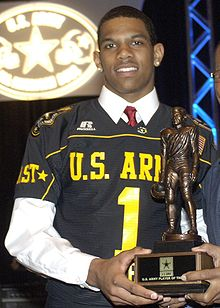 Description de l'image  Terrelle Pryor Army player of the year.jpg.