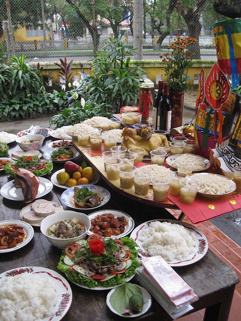 Offrandes pour la fête du Vu Lan au Vietnam